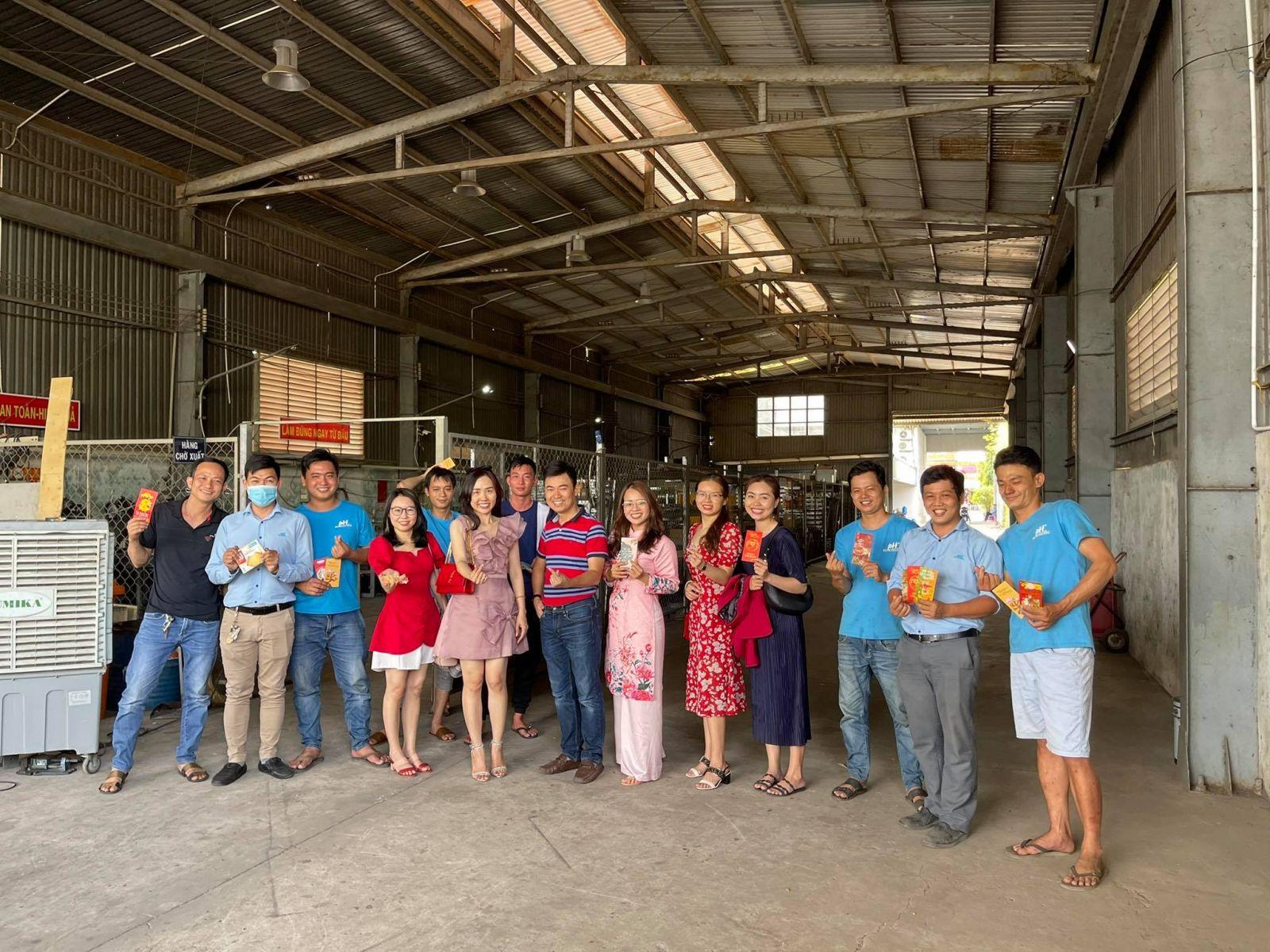 cong-ty-Phuong-Hai-tiec-khai-nien-2021
